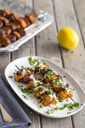 limon: Vegetarian paprika sweet potato kebabs on skewers with red onions, barbecued and drizzled with lemon tahini sauce LANG_EVOIMAGES