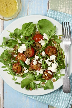 A mixed leaf salad with feta, lentils and cherry tomatoes LANG_EVOIMAGES