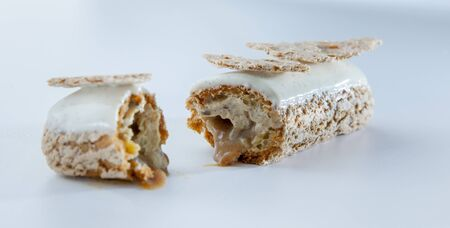 A vanilla and hazelnut eclair LANG_EVOIMAGES