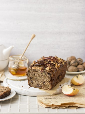Apple and courgette bread with walnuts and honey LANG_EVOIMAGES