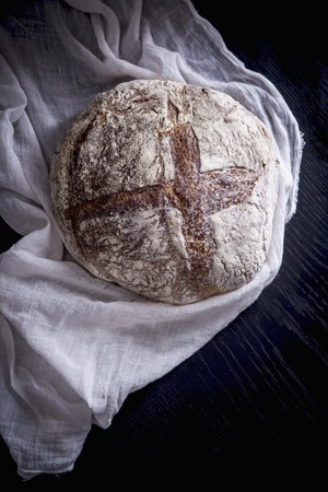 Sourdough bread on a muslin cloth LANG_EVOIMAGES