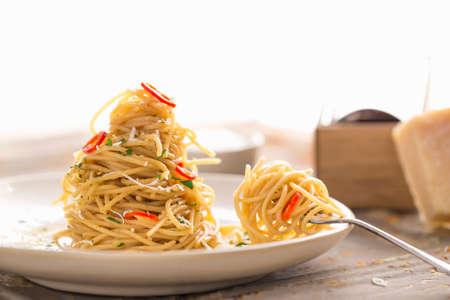 vintage: A twisted pile of spaghetti aglio olio con peperconcine