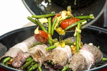 coatings: Beef roulade with beans