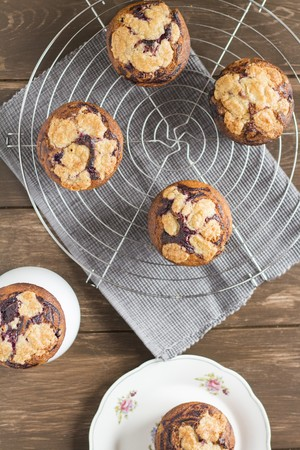 Marbled blueberry streusel muffins