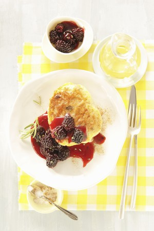 French toast with fried honey blackberries and rosemary LANG_EVOIMAGES