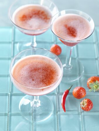Strawberry and chili bellinis LANG_EVOIMAGES