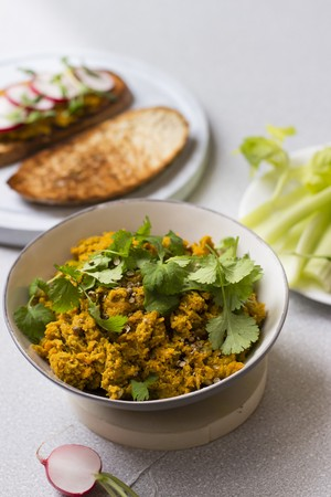 kitchen appliances: Carrot spread with coriander