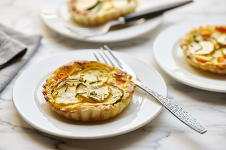 Puff pastry tarts with green and yellow zucchini and carrots LANG_EVOIMAGES
