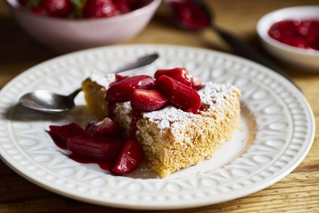 Tarta de Santiago (Spanish almond cake) with strawberry and rhubarb compote LANG_EVOIMAGES