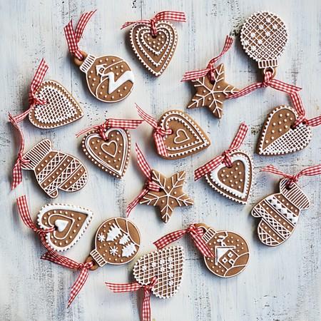 motivos navideños: Various gingerbread with white sugar decoration