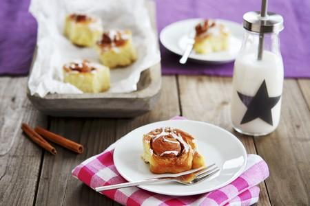 Cinnamon rolls and re-milk LANG_EVOIMAGES
