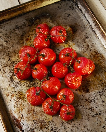 tin: Roasted Cherry Tomatoes LANG_EVOIMAGES
