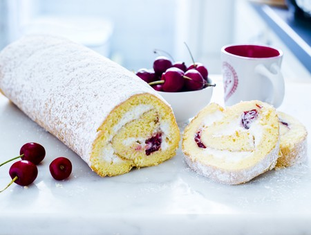 Sponge roll with cherries and quark LANG_EVOIMAGES