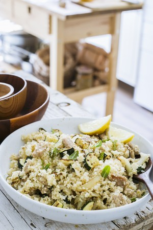 Cauliflower couscous with chicken, grilled zucchini and mint LANG_EVOIMAGES