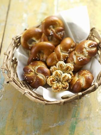 Lye bread rolls in a bread basket LANG_EVOIMAGES