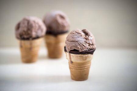 cornet: Chocolate ice cream in waffle cups (vegan) LANG_EVOIMAGES