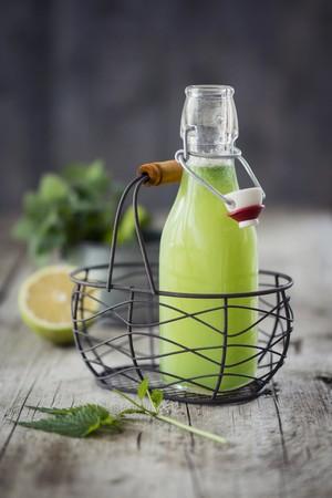 Nettle lemonade in a bottle