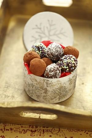 Homemade chocolate truffles for Christmas LANG_EVOIMAGES