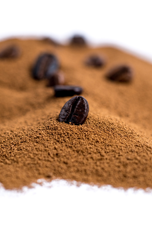 instant coffee with coffee beans isolated on white background with copy space Imagens