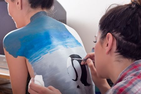 'face painting': makeup artist body-painting on girls back (1)