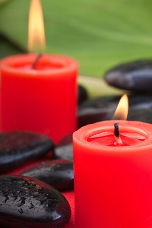 thermotherapy: volcanic hotstones with red candles (1)