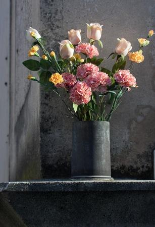 arrangement floral avec ambiance romantique