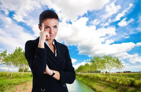 perceptive: Ritratto di una donna d'affari fiducioso