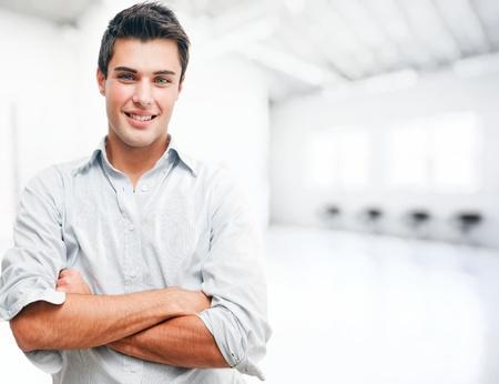 hombres jovenes: Retrato de un hombre joven y guapo Foto de archivo