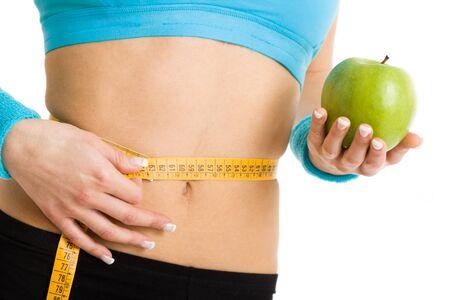buena salud: Mujer controlar sus medidas con una cinta