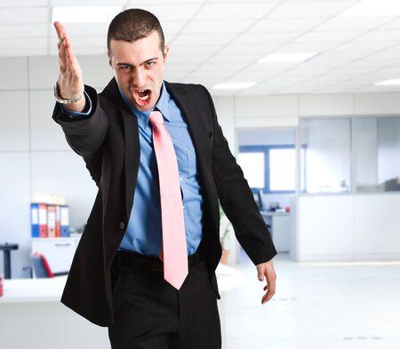empresario enojado: Retrato de un hombre de negocios enojado