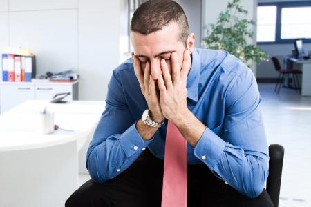 decepción: Retrato de un hombre de negocios deprimido
