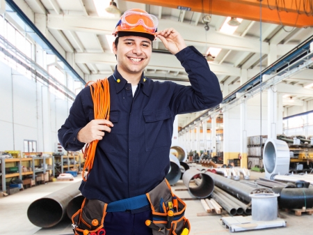electricidad industrial: Retrato de un trabajador feliz en una f�brica