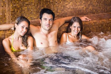 wealthy lifestyle: Tre amici di relax in un centro termale Archivio Fotografico