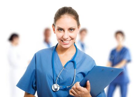 historia clinica: Retrato de una enfermera bonita joven en frente de su equipo m�dico