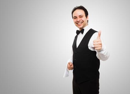 sirvientes: Retrato de un camarero sonriente feliz Foto de archivo