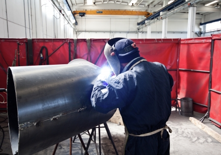 soldadura: Retrato de un soldador en el trabajo