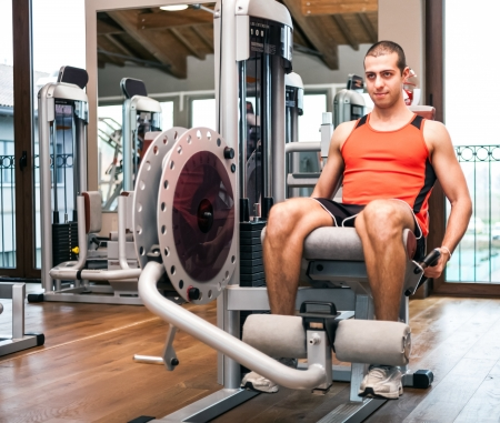 squat: Man working out in a gym