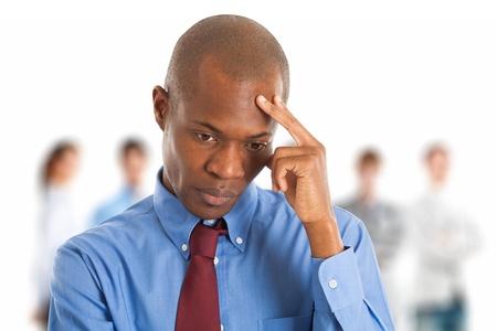 discriminacion: Retrato de un hombre negro preocupado