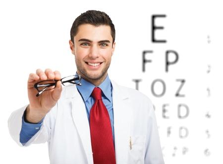 oculista: Oculista hace una prueba de visión