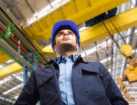 trabajador petrolero: Retrato de un ingeniero en el trabajo