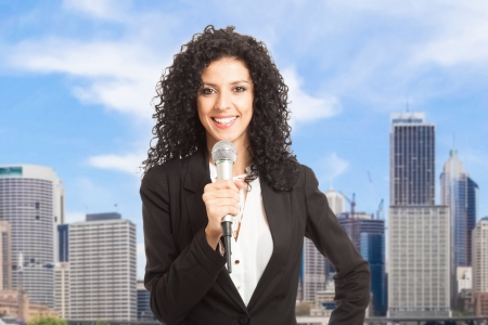 Mujer hablando por el micrófono Foto de archivo - 18466162