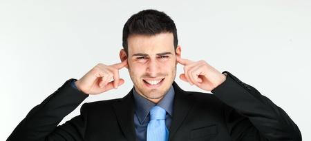 egoista: Hombre de negocios haciendo o�dos sordos