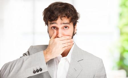blunder: Man shutting his mouth