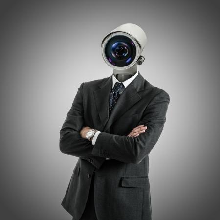 개인 정보 보호: 카메라를 향하고 남자의 초상화