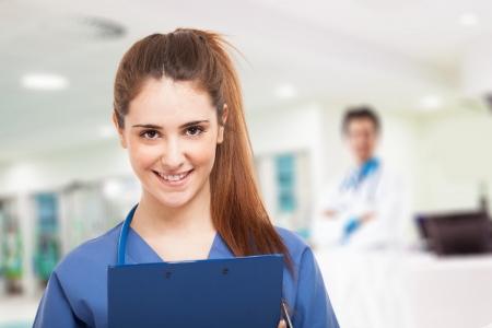 historia clinica: Retrato de una enfermera joven y sonriente