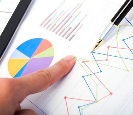 recursos financieros: Primer plano de un informe de negocio