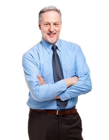Ouder zakenman met gekruiste armen geïsoleerd op wit