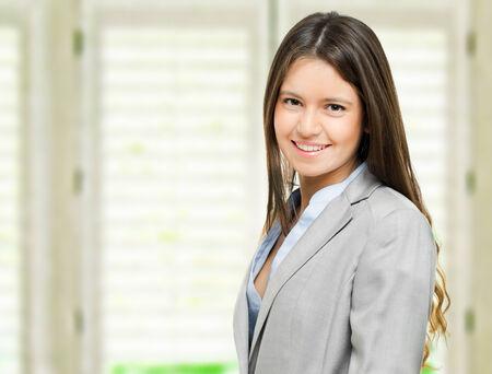 Sourire jeune femme d'affaires portrait