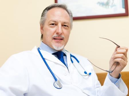 doctoring: Sorridente medico ritratto