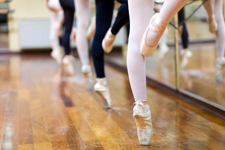 Bailarinas en posición de pointe Foto de archivo
